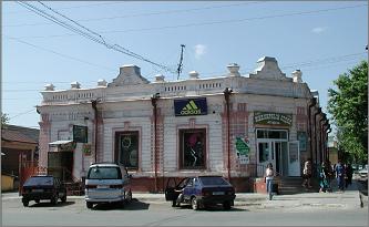 Магазин братьев Кутырёвых открыт в 1911 году (улица Луначарского, 79).