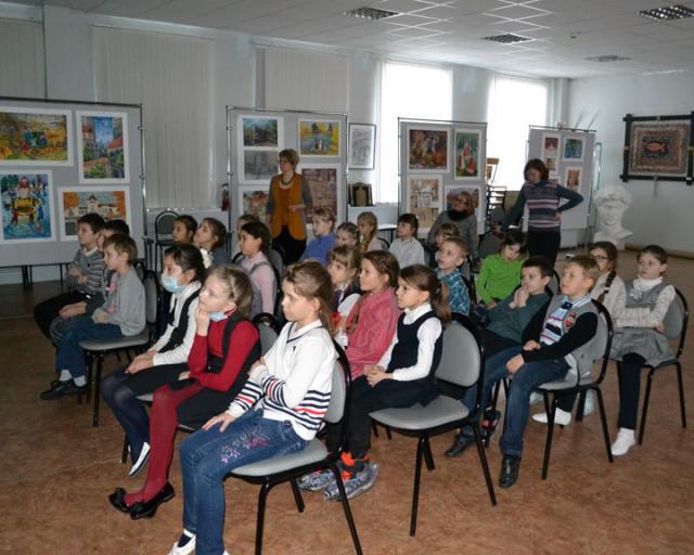 Первоклассники в Мультимедийном кинотеатре.