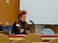Культуролог Аийу фон Шёнеман рассказывает слушателям о жизни и художественной дея-тельности Владимира Сверчкова в Турку