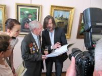 На открытии - ветеран войны, бывший сотрудник музея